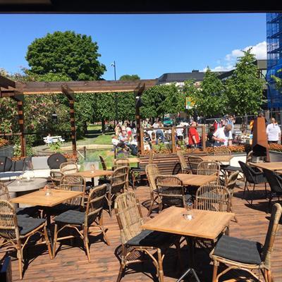 Victoriahaven restaurant Hamar i solen